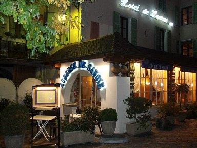 サヴォワ(Savoie)料理店からもれる灯もなんだか温かいdownsize P1010473