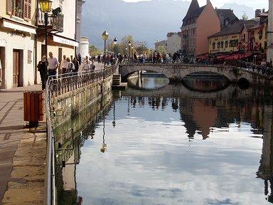 朝のティウー運河(Canal du Thiou)のそぞろ歩きdownsize P1010182