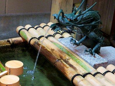 錦の水を吐く竜は小さいながら迫力downsize