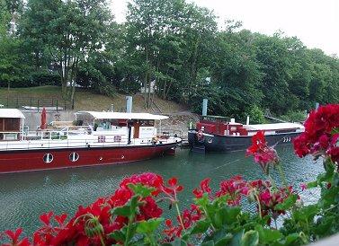 パリ郊外ジャット島ボートハウスと花REVdownsize