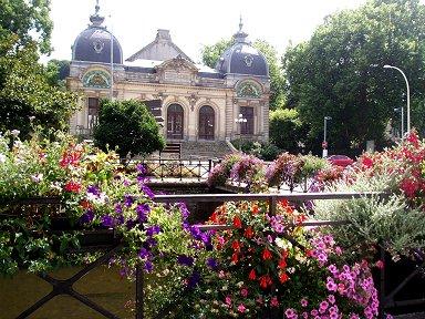 南ブルターニュの街カンペールを流れるオデ川辺は花がいっぱいdownsize