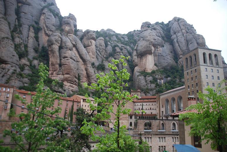 DSC_7759修道院の上の奇岩