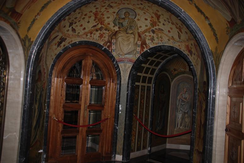 修道院の中①