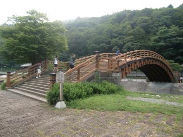 総檜造りの太鼓橋