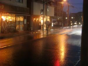 解散直後の豪雨!