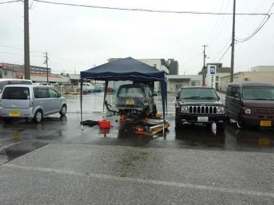 雨の中の作業.jpg
