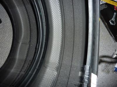 タイヤの中にスポンジが.jpg