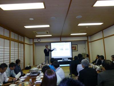 岡村様の講義.jpg