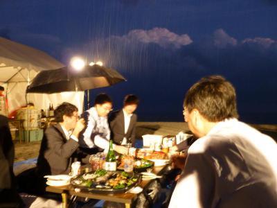 雨の中の宴会.jpg