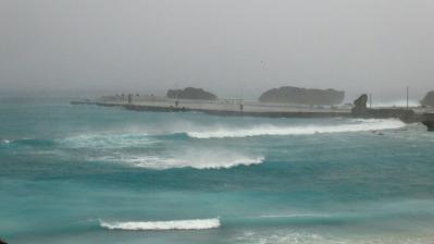 台風模様の海岸.jpg