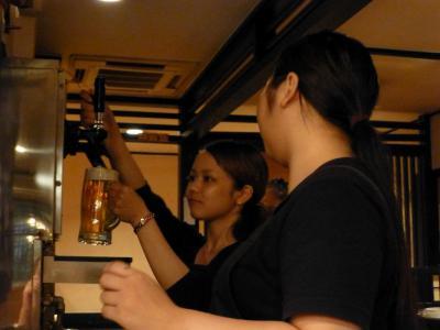 02_アルバイトの女性沖縄