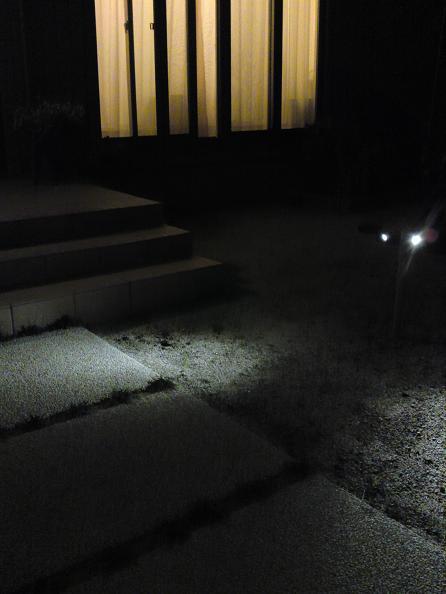 門柱裏のライト