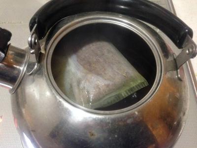 20140202_熱湯で煮だし中のニーム