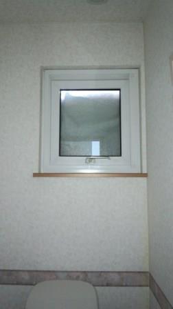 トイレの窓 (1)