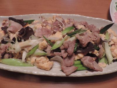 豚肉・ネギ・木耳・卵の生姜炒め