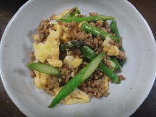 挽肉とアスパラの卵炒め0529