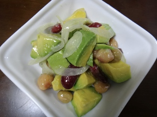 アボカドと豆のサラダ0613