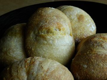 スモモ酵母のパン