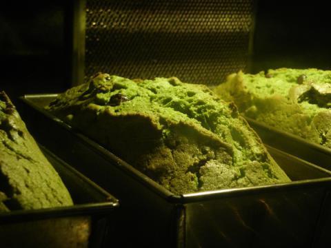 抹茶のパウンドケーキ 焼成中