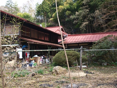 川からの建物