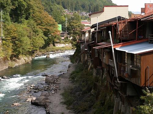 川沿い建屋1