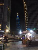 統一阪急百貨から見た台北101ビル130803