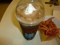 麥當勞黑白搖滾餐のコーラフロート130813
