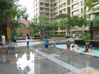 蘆洲マンション中庭で水遊び祭り130825