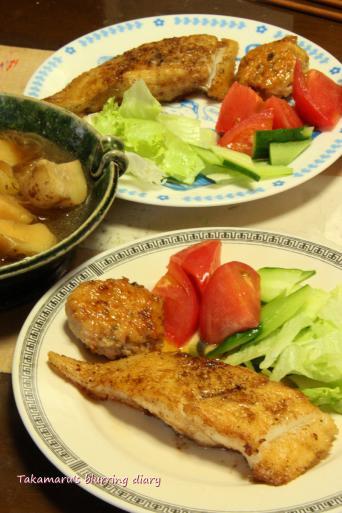 クロガレイのムニエル・鶏つくね(残り物)・新じゃがの煮物(残り物)・生野菜(残り物)