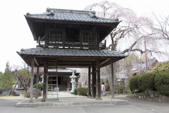 二階に梵鐘がある楼門