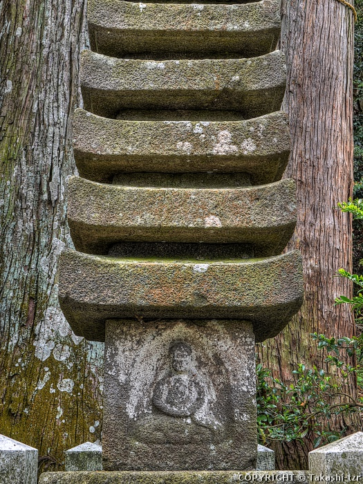 国津神社十三重塔