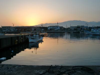 朝焼けの港