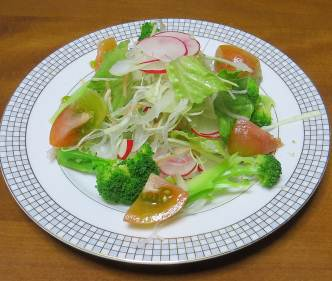茎ブロッコリー入り野菜サラダ
