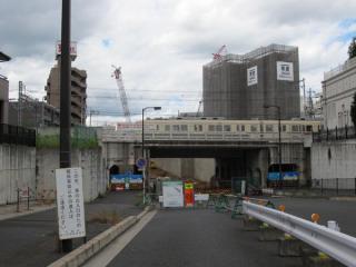 京成千葉線をくぐる都市計画道路千葉港黒砂台線。