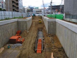 京成千葉線から北側の掘割の建設が本格化している。