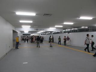 地上出入口付近は内装が仮の物になっている。