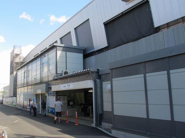 布田駅の仮設改札口