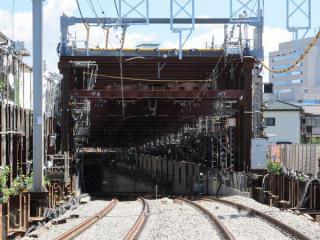 参考までに同様の工法で切替が行われた京王線調布駅付近の地下化工事。