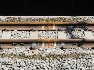 3番線は軌道の移設完了に伴い、レールの継目が溶接されロングレール化された。