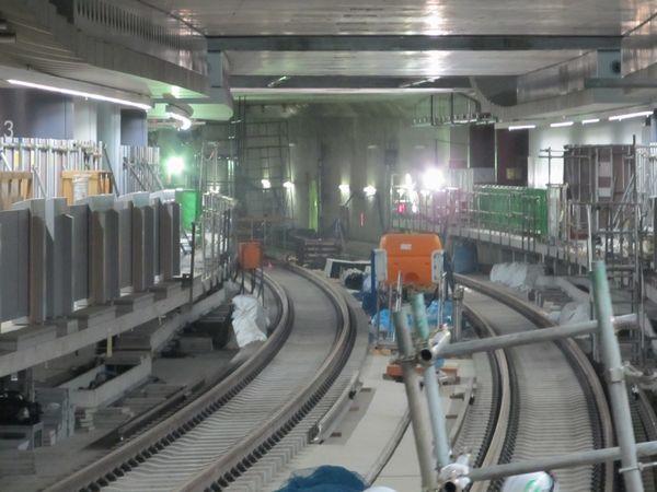 横浜方は未完成部分との仕切りが撤去された。信号設備も既に設置済みとなっている。
