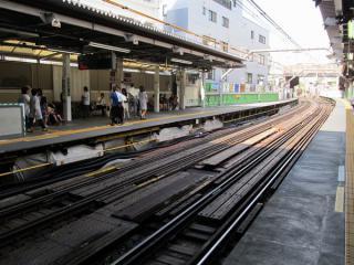 代官山駅構内は軌道・ホームが全て仮設構造となっている。