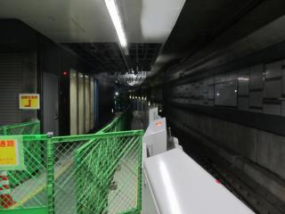 4番線は終端側が非常用の避難通路となっている。