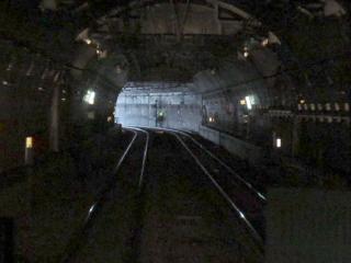 円形トンネルの途中にももう1つ立坑跡がある。