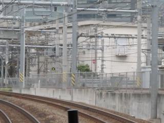 大崎支線と同一高さになる地点。急カーブのため大崎駅のホームは見えない。