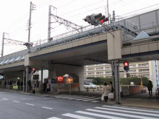 JR広町住宅へ向かう道路の部分は高架橋が新しくなっている。