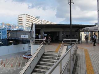 星川駅の仮駅舎(南口)