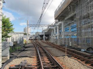 星川1号踏切から星川駅構内を見る。