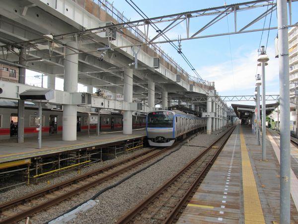 星川駅構内の状況。3階部分の床面がほぼ完成している。