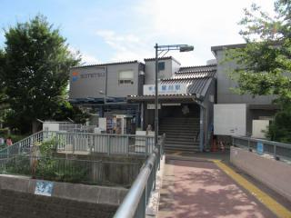 星川駅の仮駅舎(北口)