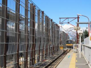 立川方にあった折返し線も撤去され、高架橋の建設が進む。